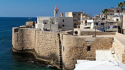The southern sea wall along the northern coastal city of Akko, Israel. Credit: Oren Rozen via Wikimedia Commons.
