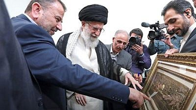 Hamas deputy political chief Salah al-Arouri presents an image of Jerusalem to Ayatollah Khamenei in Tehran, on July 22, 2019. Credit: Screenshot.