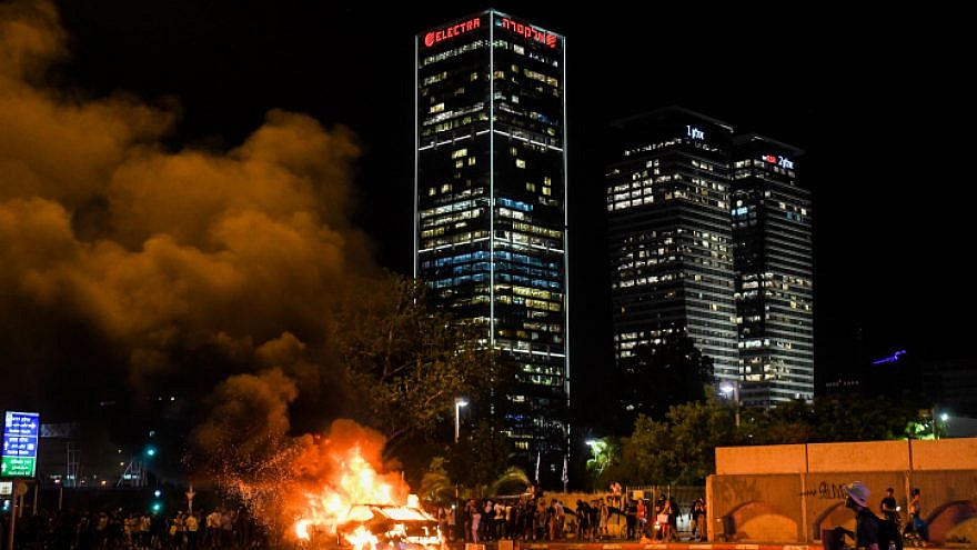 A car is lit on fire in Tel Aviv during a protest over the June 30 shooting death of 19-year-old Ethiopian Solomon Tekah in Kiryat Haim, July 2, 2019. Photo by Flash90.