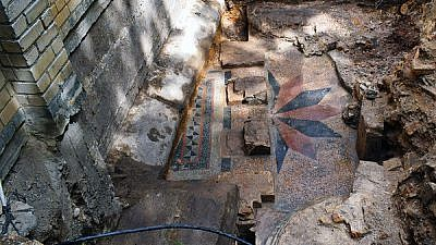 Floor of the praying platform revealed. The base of one of the pillars is visible on the right. Credit: Israel Antiquities Authority/Jon Seligman.