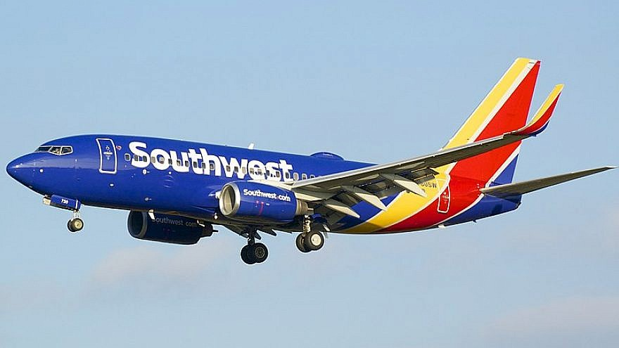 A Southwest Airlines Boeing 737 landing at Baltimore/Washington International Thurgood Marshall Airport, Sept. 24, 2016. Photo via Wikimedia Commons.