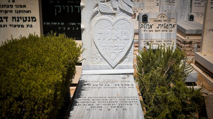 A view of the grave of Nava Elimelech, who was murdered in 1982, at the cemetery in Holon, on Aug. 5, 2019. Photo by Yonatan Sindel/Flash90