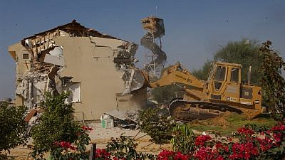 Demolition of Ganey Tal settlement in Gush Katif, Gaza, during Israel's disengagement, Aug. 22, 2005. Photo by Yossi Zamir/Flash90.
