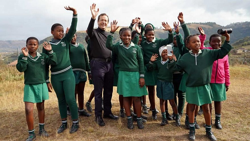 Jewish Agency chairman Isaac Herzog visits volunteers working with children in Durban, South Africa, Aug. 1, 2019. Credit: Courtesy.