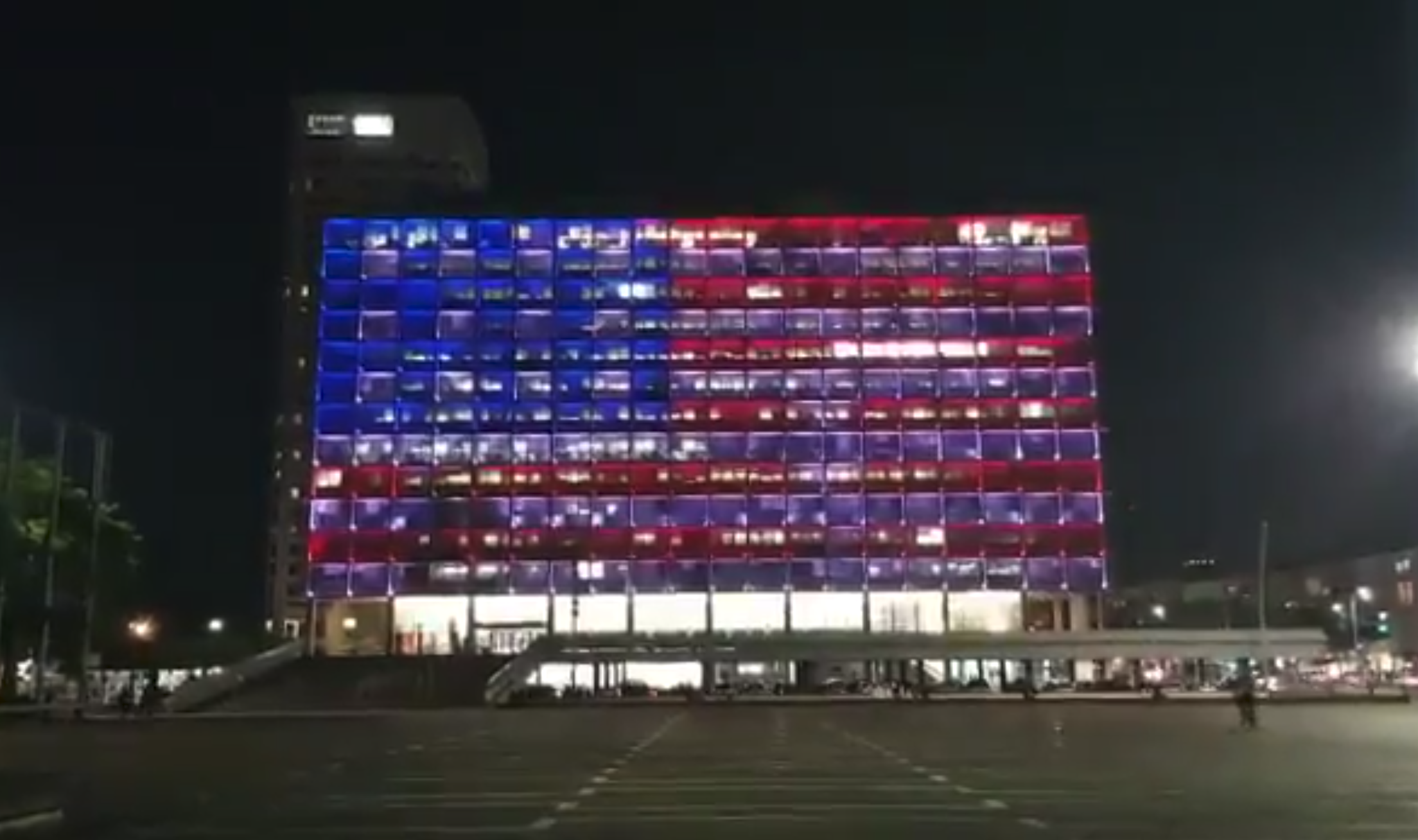 Tel Aviv City Hall lit up in the colors of an American flag. Aug. 4, 2019. Source: Screenshot.