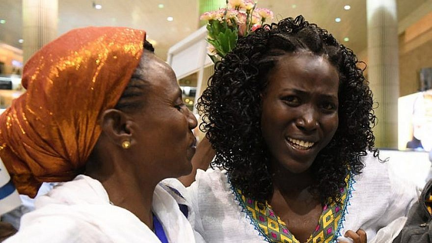 Suzy Markorie (right) and her mother are reunited at Ben-Gurion International Airport on Aug. 20, 2019. Photo by Yossi Zeliger.