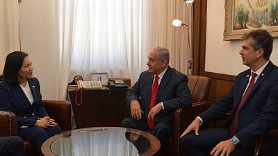 Israeli Prime Minister Benjamin Netanyahu, and Economy and Industry Minister Eli Cohen, with Republic of Korea Trade Minister Yoo Myung-hee. Credit: GPO/Kobi Gideon.