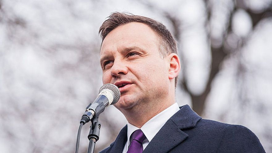 Andrzej Duda speaks in the town of Lubartów during the 2015 Polish presidential election campaign, March 31, 2015. Photo: Radosław Czarnecki via Wikimedia Commons.