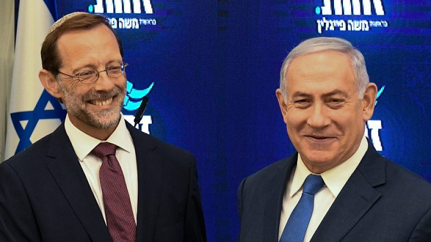 Israeli Prime Minister Benjamin Netayahu and Zehut Party leader Moshe Feiglin hold a joint press conference at Kfar Hamacabiah in Ramat Gan on Aug. 29, 2019. Photo by Flash90.