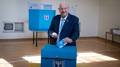 Israeli President Reuven Rivlin casts his ballot at a voting station in Jerusalem on Sept. 17, 2019. Photo by Yonatan Sindel/Flash90.