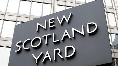 The sign outside the current New Scotland Yard building, located in Victoria, London. Credit: Man Vyi via Wikimedia Commons.