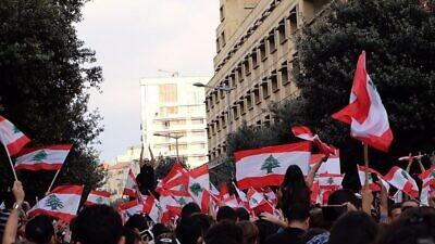 Protesters in Beirut, Lebanon, on Oct. 20, 2019. Photo: Shahen Araboghlian via Wikimedia Commons.