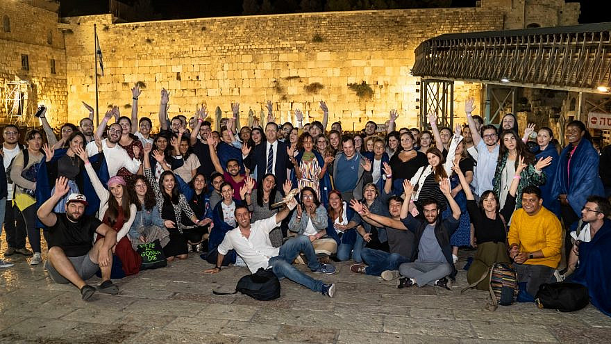 New immigrants experience their first High Holidays in Jerusalem as official residents of Israel, Oct. 6, 2019. Credit: The Jewish Agency for Israel.