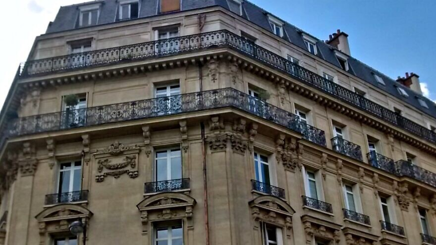 French architecture in the 17th arrondissement of Paris, north of the Arc de Triomphe. Credit: Flickr.