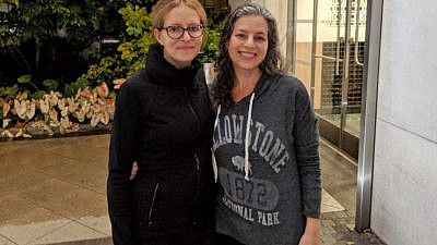 Ewa Moscowitz, 40, at left, poses with her kidney donor Elissa Wald, 50. Source: Facebook/New York Post.
