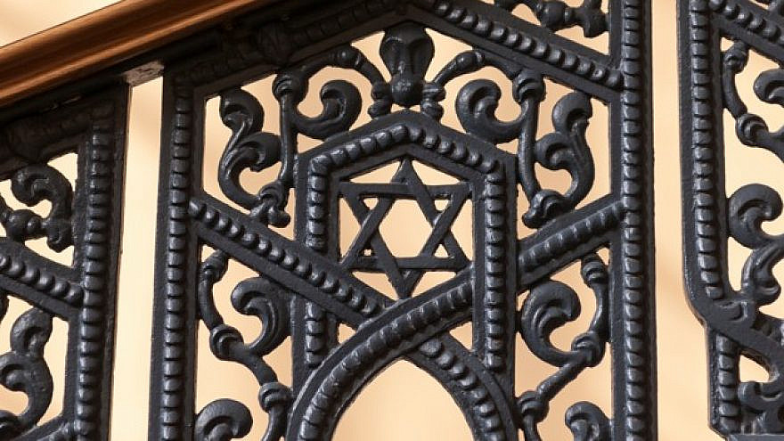 Railing of the Grand Choral Synagogue in St. Petersburg, Russia. Credit: Freepik.