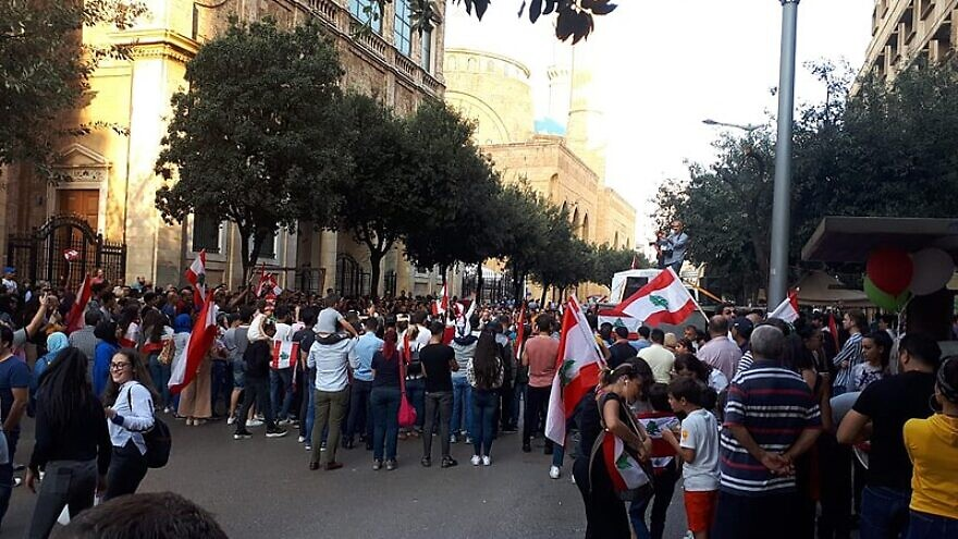 Lebanese citizens protest in Beirut on Nov. 10, 2019. Photo: Freimut Bahlo via Wikimedia Commons.