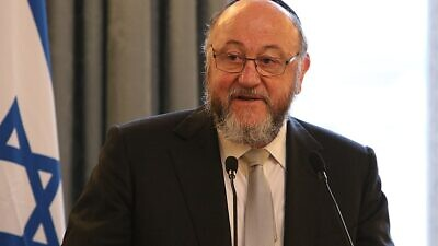 Chief Rabbi Ephraim Mirvis of the United Kingdom speaks at a Holocaust Memorial Day event on Jan. 23, 2018. Credit: UK Foreign and Commonwealth Office.