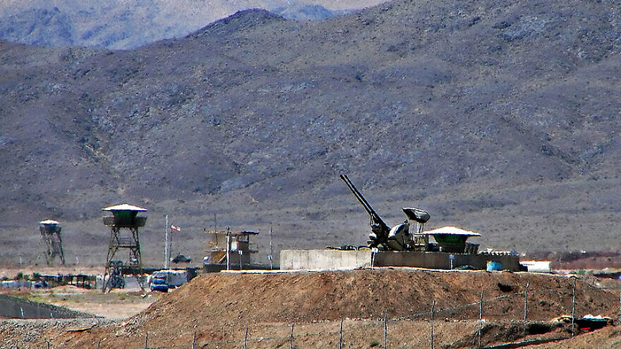 Anti-aircraft guns at Iran's Natanz uranium enrichment facility. Credit: Wikimedia Commons.