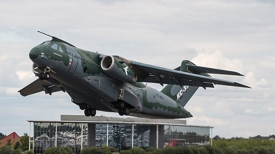 A Brazilian Air Force Embraer KC-390 aircraft takes off at the Farnborough International Airshow 2018, in Hampshire, U.K, on July 17, 2018. Credit: Steve Lynes via Wikimedia Commons.