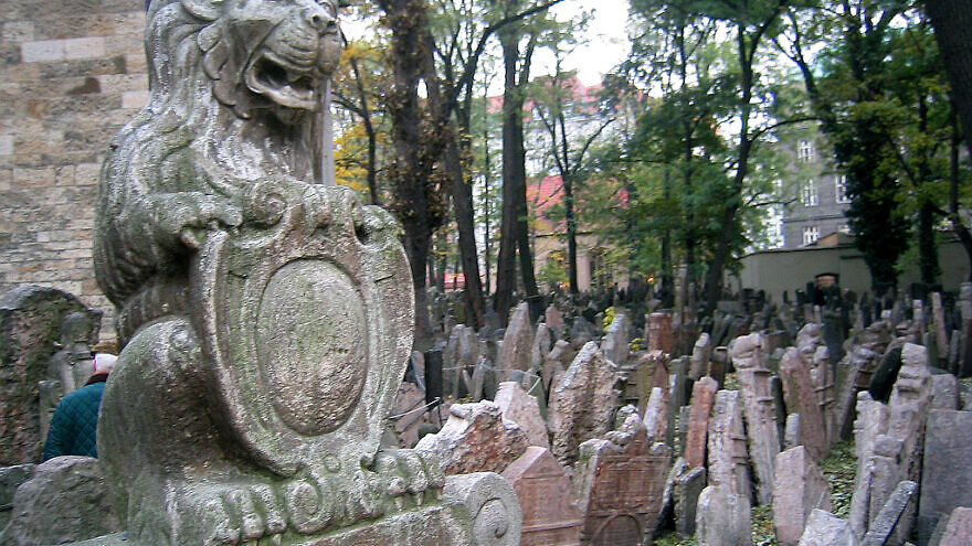 The Old Jewish Cemetery in Prague. Credit: Wikimedia Commons.