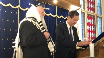 Rabbi Yitshak Ehrenberg (left) of the Central Orthodox Synagogue of Berlin observes Jewish Agency chairman Isaac Herzog light a memorial candle in memory of the 6 million Jews murdered during the Holocaust, Nov. 7, 2019. Photo by Eliana Rudee.