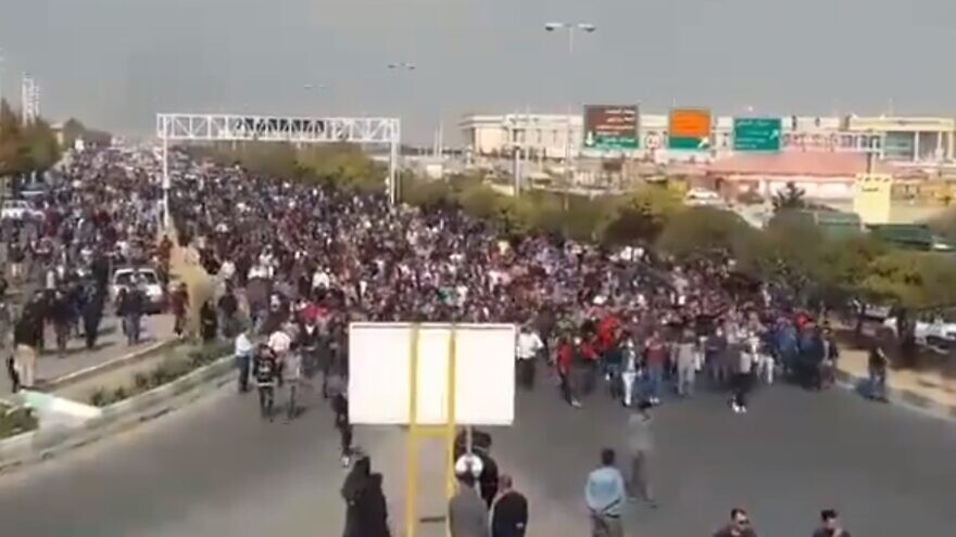 Protesters in the streets of Iran demonstrating against a massive hike in gas prices by the government, November 2019. Source: Screenshot.