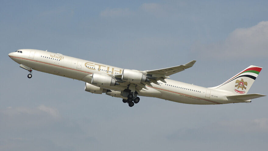 A now-retired Etihad Airways Airbus A340-500 wearing the first livery (with the older UAE Coat of Arms) Etihad Airways A340-500 (A6-EHB) takes off from London Heathrow Airport, England. Credit: Wikipedia.