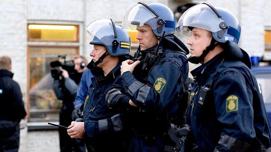 Danish police in tactical gear, Dec. 9, 2007. Photo: H. Jørgensen via Wikimedia Commons.