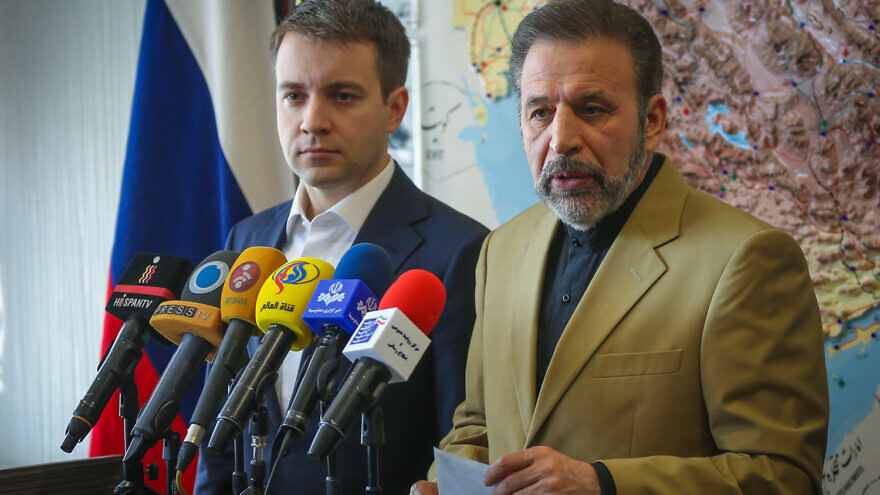 Then-Iranian Minister of Communication and Information Technology Mahmoud Vaezi (right) addresses the media during a working meeting in Tehran on Oct. 25, 2015, with then-Russian Minister of Telecom and Mass Communications Nikolay Nikiforov (left). Credit: Wikimedia Commons.