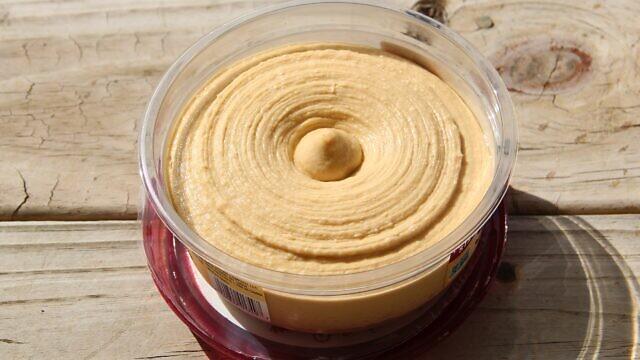 Sabra classic hummus. Credit: Wikimedia Commons.