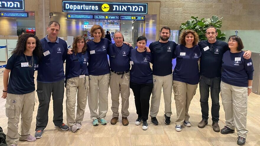 An Israeli medical team poses for a group photo before heading to Samoa to combat a measles epidemic. Photo courtesy of Sheba Medical Center.