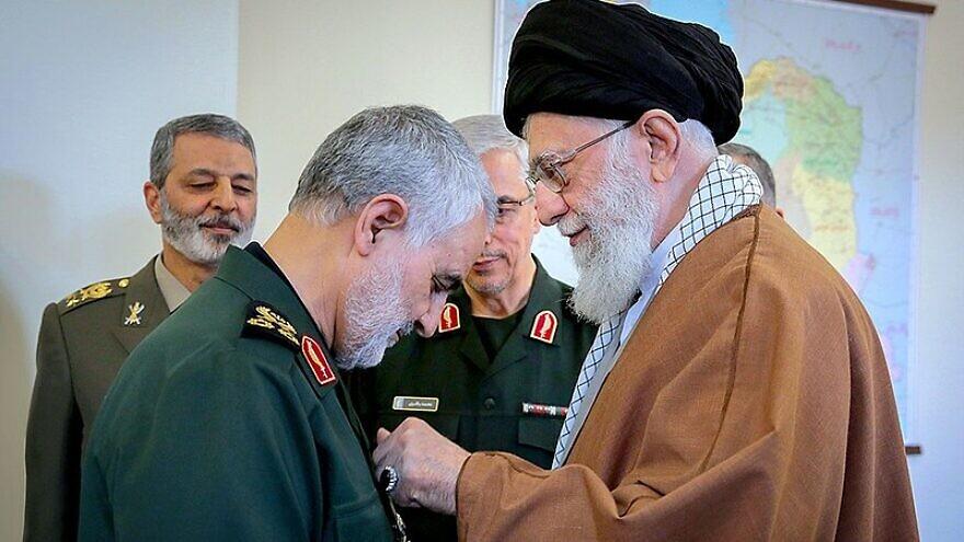 Iranian Quds Force commander Qassem Soleimani receives a medal from Iranian Supreme Leader Ayatollah Ali Khamenei. Source: Wikimedia Commons.