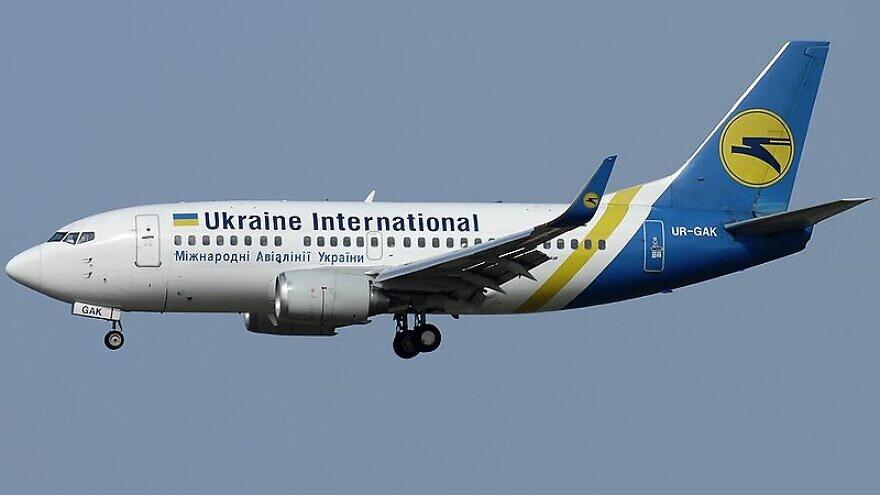 A Ukrainian National Airlines Boeing 737 landing in Italy on June 13, 2010. Photo: Aldo Bidini via Wikimedia Commons.