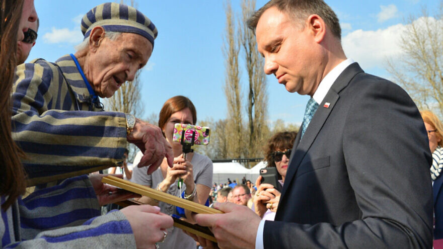 Holocaust survivor Edward Mossberg with Polish president Andrzej Duda at a ceremony at the site of the Auschwitz-Birkenau camp in Poland, on April 12, 2018. Photo by Yossi Zeliger/Flash90.