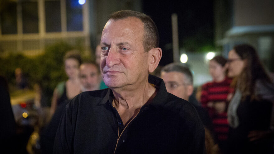 Tel Aviv mayor Ron Huldai attends a protest  outside Cinemateque in Tel Aviv, on  October 27, 2018. Photo by Miriam Alster/Flash90