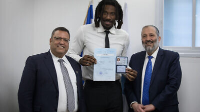 American basketball player Amar'e Stoudemire receives a National ID and Israeli citizenship form Israel Minister of Interior Affairs Aryeh Deri and Jerusalem Mayor Moshe Leon during a ceremony at the Interior ministry office in Jerusalem on March 13, 2019. Photo by Hadas Parush/Flash90