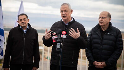 Blue and White Party leaders Benny Gantz (center) and Knesset member Moshe Ya'alon (right) during a visit to the Vered Yeriho observation point in the Judean Desert on Jan. 21, 2020. Photo by Hadas Parush/Flash90.