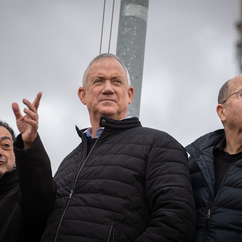 Blue and White Party leader Benny Gantz (center) and Knesset member Moshe Ya'alon (right) during a visit to the Vered Yeriho observation point in the Judean Desert on Jan. 21, 2020. Photo by Hadas Parush/Flash90.