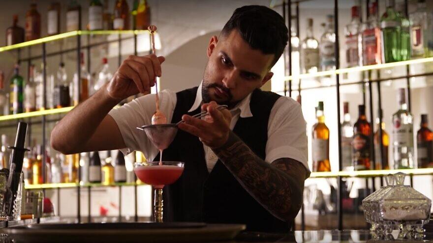 A bartender at Ukraine's first kosher bar in Odessa. Source: Screenshot.