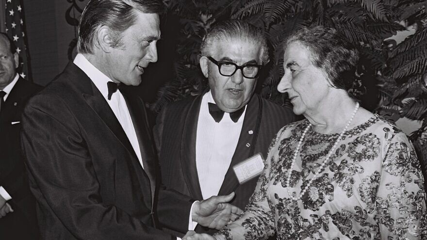 Kirk Douglas greeting former Israeli Prime Minister Golda Meir at a gala banquet at the Beverly Hilton in Los Angeles in 1969. Photo by Milner Moshe/GPO.
