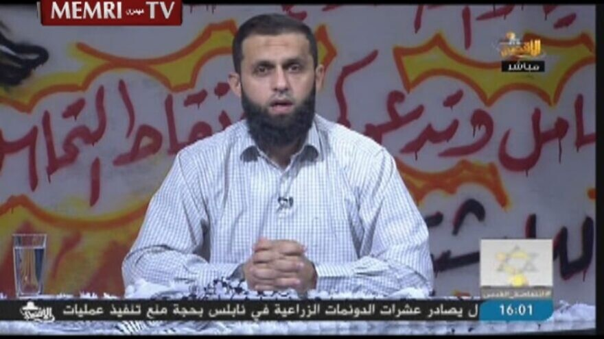 Hamas cleric and TV host Iyad Abu Funun gives an address on the Hamas-owned Al-Aqsa TV channel, on Oct. 29, 2015. (MEMRI)