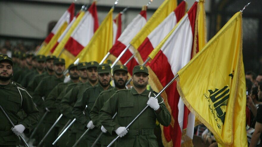 Hezbollah fighters march in a ceremony. The new Lebanese government under Prime Minister Hassan Diab is backed by an Hezbollah-Iran-controlled alliance, Feb. 7, 2020. Credit: Wikimedia Commons.