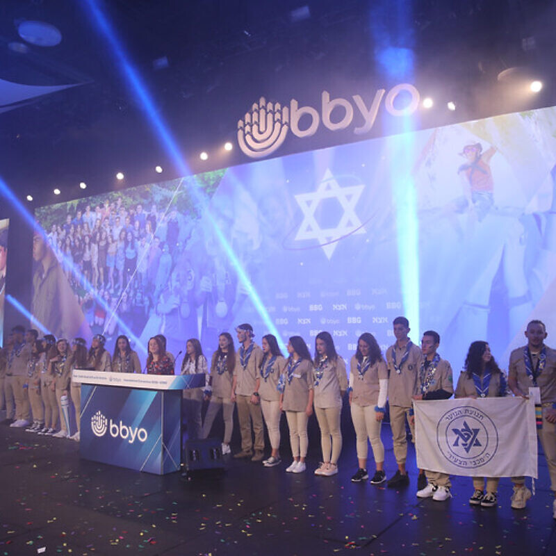 The Israeli delegation leads attendees in singing Hatikvah, the Israeli national anthem, at BBYO International Convention in Dallas, Feburary 2020. Photo by Jason Dixson Photography.