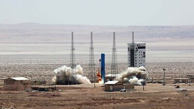 A Simorgh rocket is launched during the official opening of Imam Khomeini National Space Base in northern Iran, on July 27, 2017. Credit: Tasnim news agency via Wikimedia Commons.
