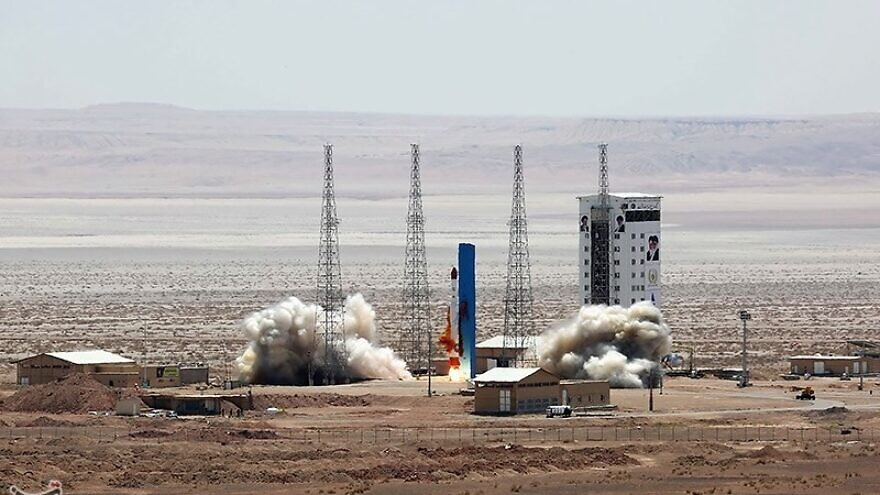 "A ""Simorgh"" rocket is launched during the official opening of Imam Khomeini National Space Base in northern Iran, on July 27, 2017. Credit: Tasnim news agency via Wikimedia Commons."