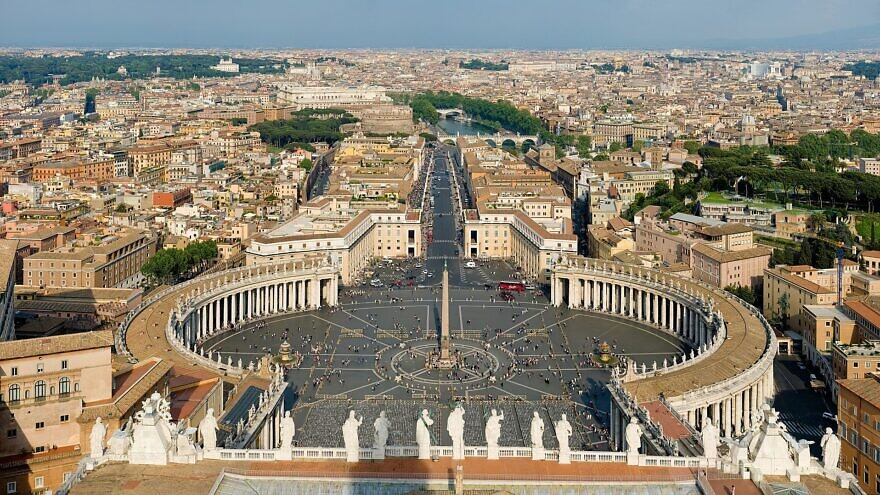 A view of St. Peter's Square at the Vatican City. Credit: Wikimedia Commons.