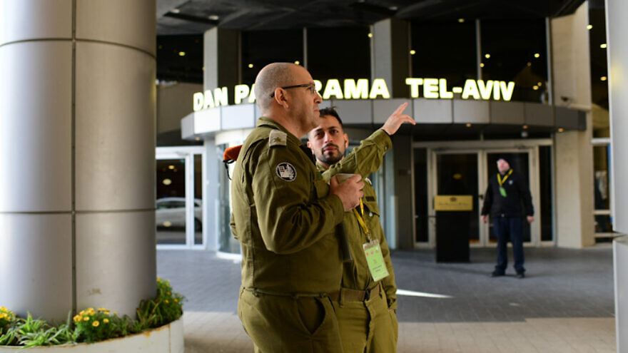 Israeli soldiers outside the Dan Hotel in Tel Aviv, one of four major hotels in the country being converted to receive coronavirus patients, March 17, 202 Tomer Neuberg/Flash90.