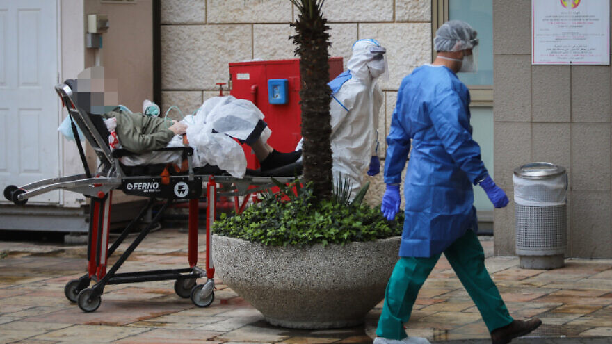 Magen David Adom first responders bring a suspected coronavirus carrier to Hadassah Hospital in Jerusalem, March 22, 2020. Photo by Flash90.