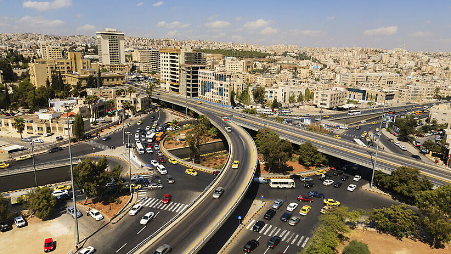 Jamal Abdul Nasser Circle in Amman, Jordan, in busier days before the coronavirus (COVID-19) hit. Credit: Tareq Ibrahim Hadi via Wikimedia Commons.